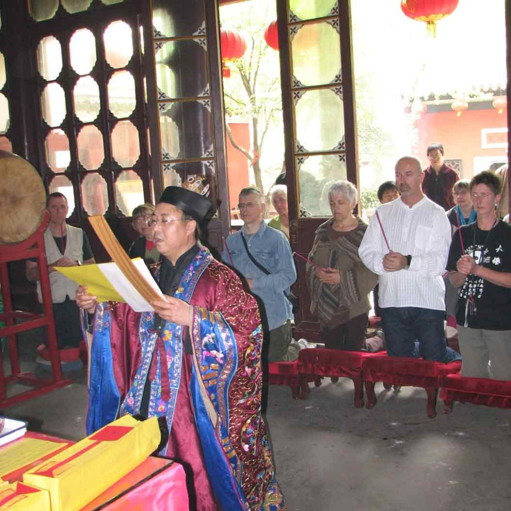 Initiation-ceremony-Changchun-Daosit-Temple-2007-3-Qigong-study-tour-simonblowqigong
