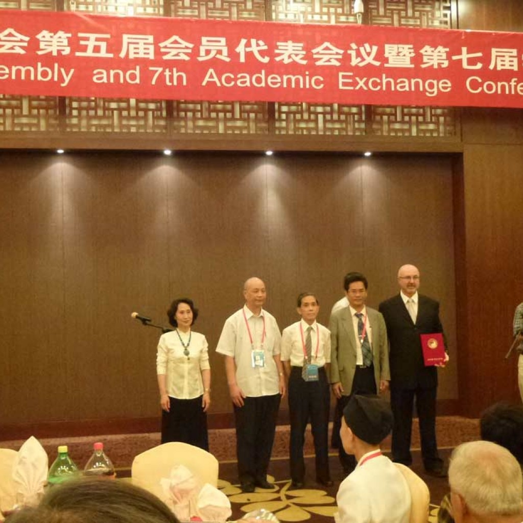 Qigong-Conference-WASMQ-Beijing-2012-demonstration-award-ceremony-simonblowqigong