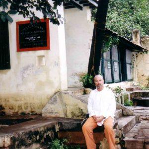 Simon-Blow-Ramana-Ashram-2002-3-simonblowqigong