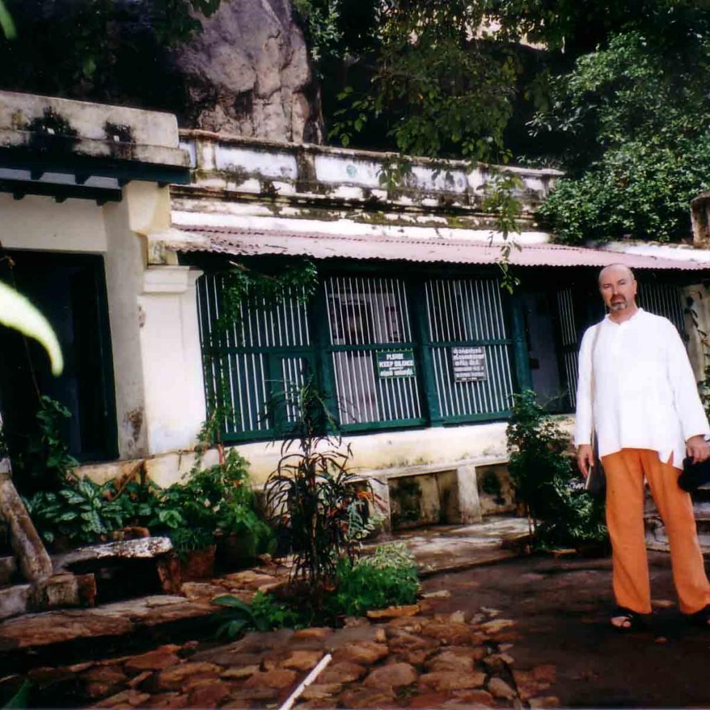 Simon-Blow-Ramana-Ashram-2002-4-simonblowqigong