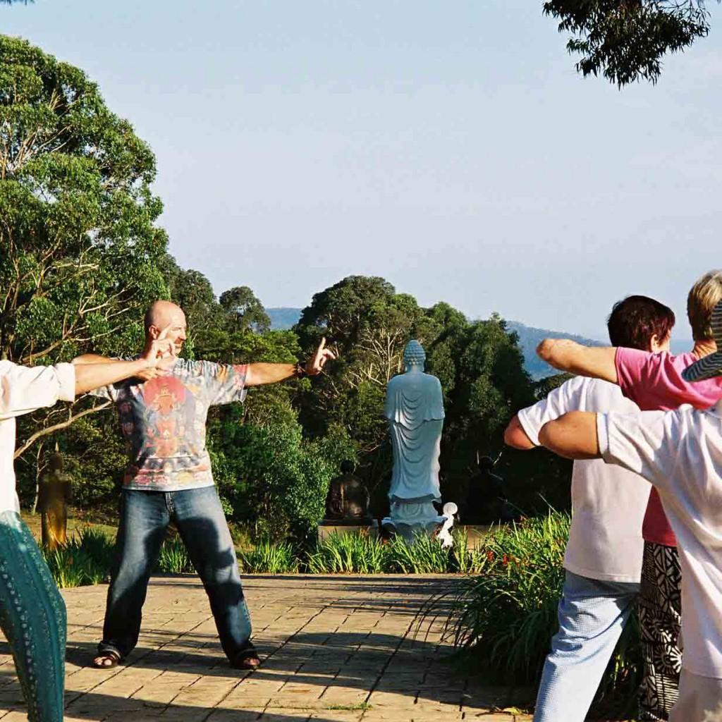 Sunnataram-Qigong-retreat-2006-6-simonblowqigong