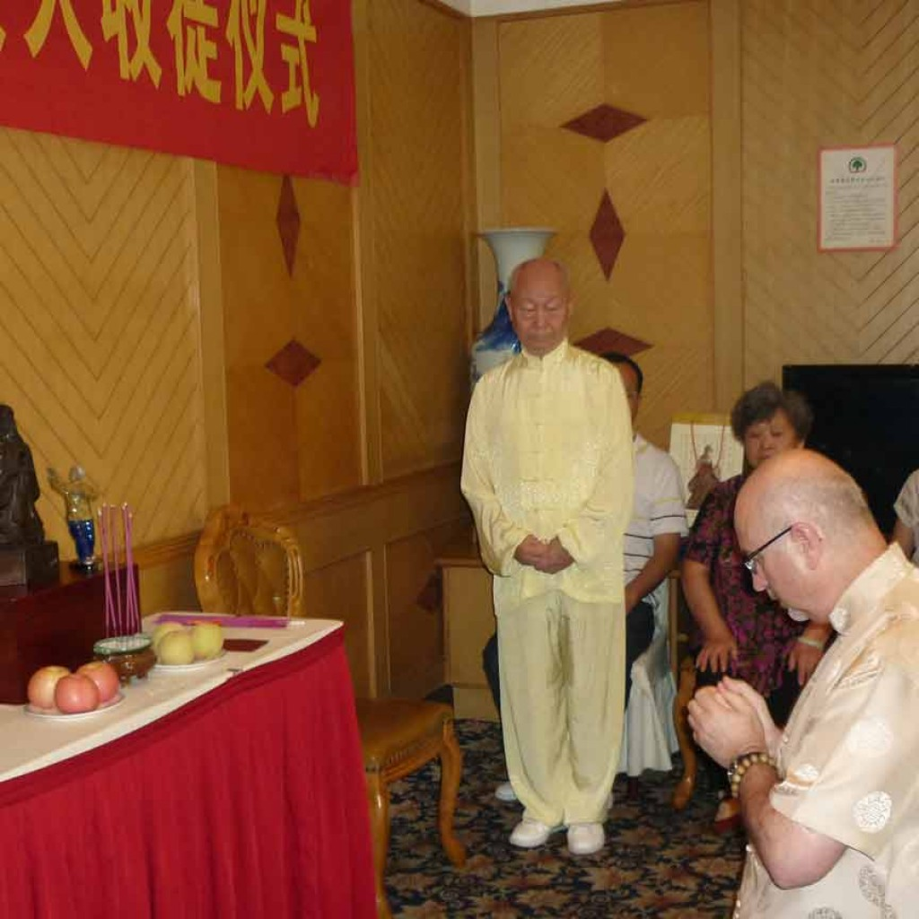 initiation-ceremony-Simon-Blow-Dayangong-Wuhan-2012-1-simonblowqigong
