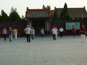 Dayangong-training-tour-Luyi-2010-p-simonblowqigong.com