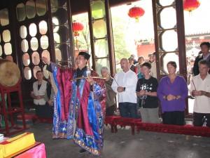 Initiation-ceremony-Dragon-gate-Daoism-2007-simonblowqigong.com