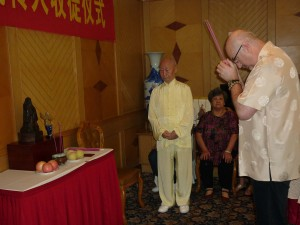 Initiation-ceremony-Simon-Blow-Dayangong-Wuhan-2012-simonblowqigong.com
