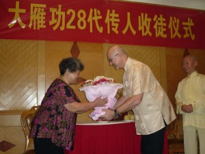 Madam-Chen-Simon-Blow-Dayangong-initiation-ceremony-2012-simonblowqigong.com