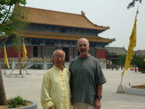 Master-Chen-Simon-Blow-Ming-Dao-Palace-Luyi-2010-simonblowqigong.com