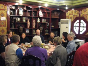 Master-Chengzhen-2007-Dinner-Qigong-study-tour-simonblowqigong.com