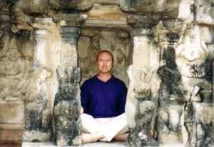 Simon-Blow-India-1999-simonblowqigong.com