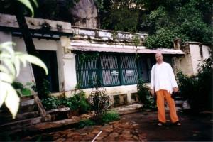 Simon-Blow-Ramana-Ashram-2002-4-simonblowqigong.com