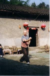 Simon-Blow-Wudangshan-2004-Qigong-study-tour-simonblowqigong.com