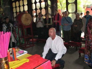 Simon-Blow-initiation-ceremony-2007-3-Changchun-Daosit-Temple-Wuhan-simonblowqigong.com