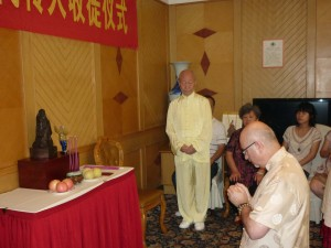 initiation-ceremony-Simon-Blow-Dayangong-Wuhan-2012-1-simonblowqigong.com